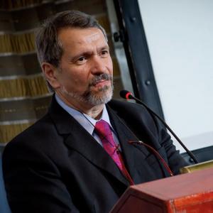 """Hugo Magonza, director del CEMIC: """"En ninguna parte del mundo los medicamentos de alto costo los pagan los privados sino el Estado"""""""
